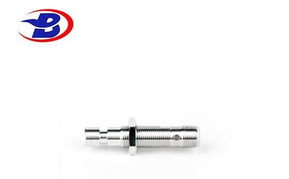 M12接插式耐高压接近传感器